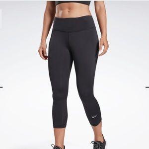 NEW Reebok Black workout cropped leggings Size XS
